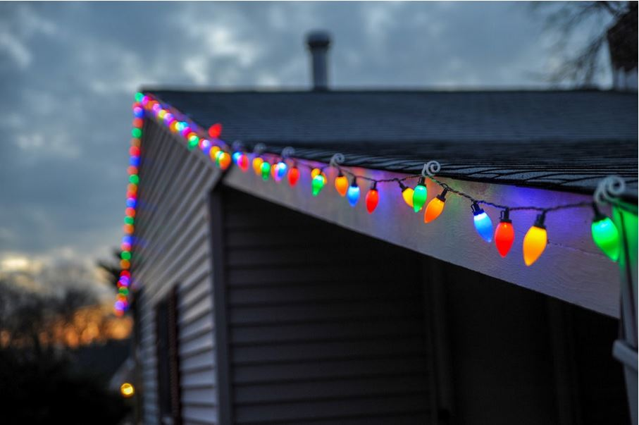 Electricians Call for Safe Christmas Lights